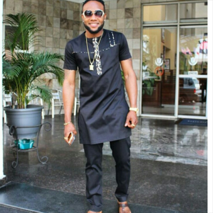 popular Nigerian musician in senator native wear outfit