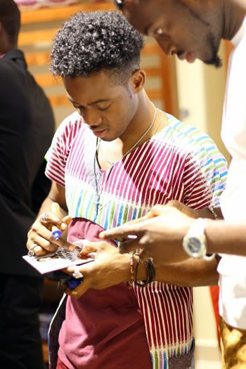 korede-bellos-hairstyle-that-too-cool-for-words