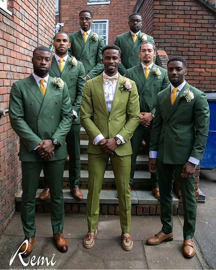 Grooms and Groomsmen Attire: Wedding Suits3