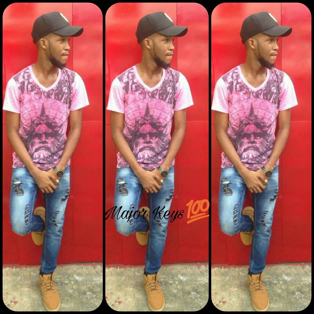 Ways Men Can Make &Wear Distressed/Ripped Jeans1