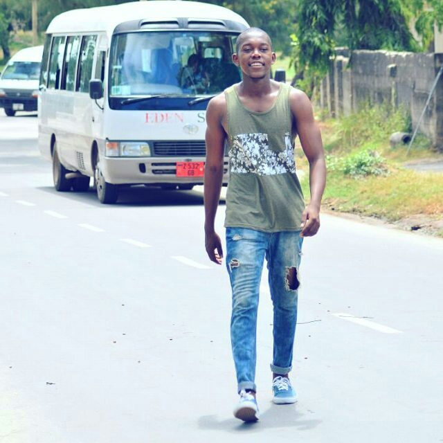Ways Men Can Wear and Make Distressed/Ripped Jeans2