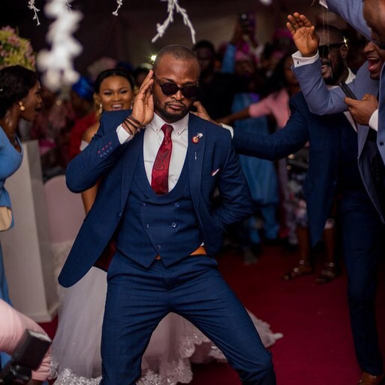 dancing men rocking navyblue suit (3)